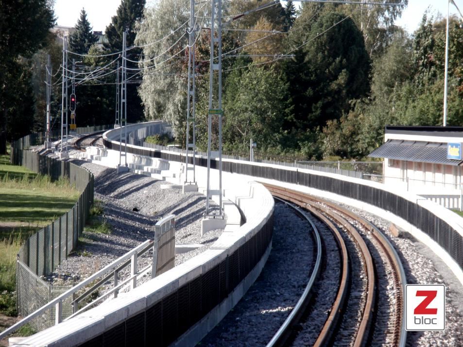 Image 21. Zbloc noise barrier on the both sides of the track. (Zbloc norden AB) Zbloc barrier is a more cost-effective method of controlling the railway noise than a regular noise barrier.