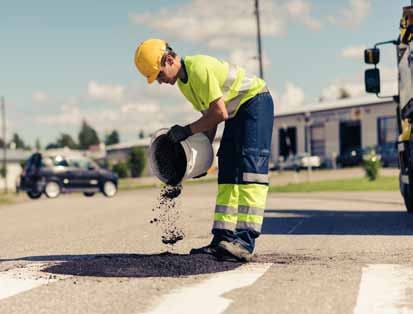 Cities have gradually begun to put maintenance contracts concerning streets and green areas out to tender with external contractors.
