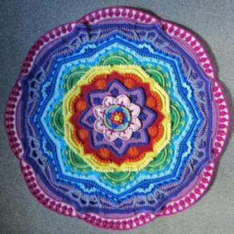 Mandala Madness Copyright: Helen Shrimpton, 2015. All rights reserved. By: Helen at www.crystalsandcrochet.com Suomalaiset lyhenteet käytössä.